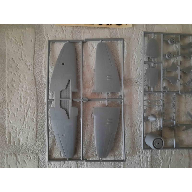 IJsbeer zittend op het ijs