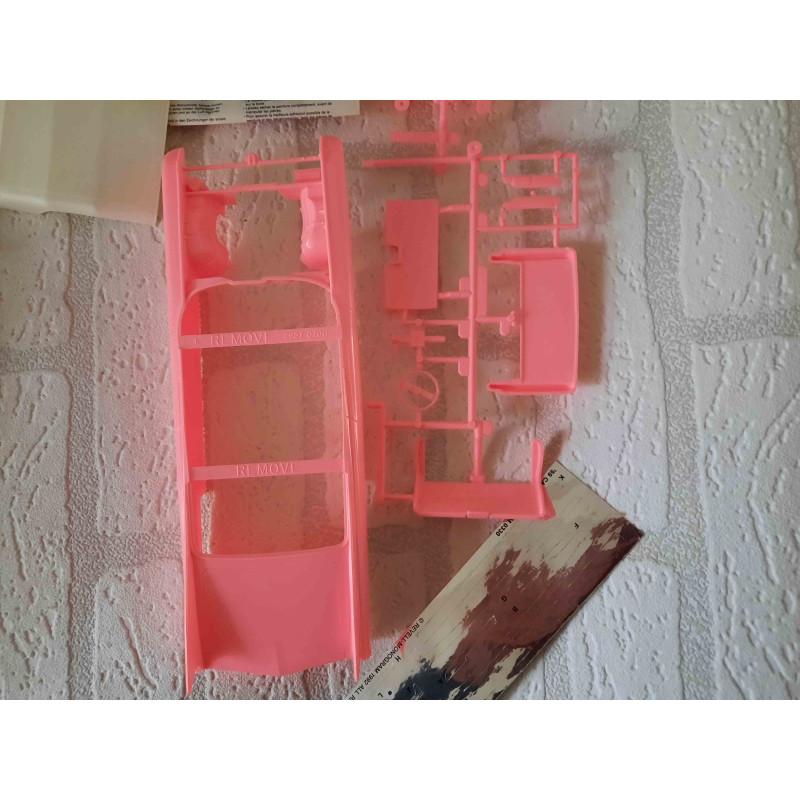 Welsh Springer Spaniel hond met een eend in zijn bek van Alfretto