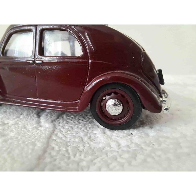 Olifant moeder van het circus trekt aan de oor van baby olifant