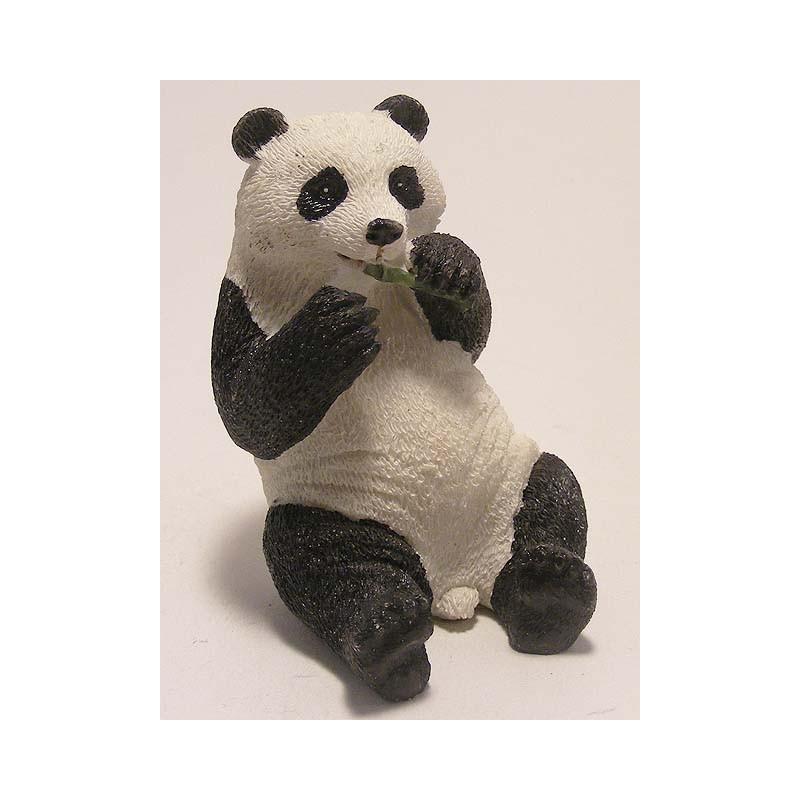 Panda eet een bamboe takje