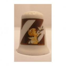 Letter Z met engeltje op een porselein vingerhoedje