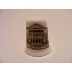 Federaal Parlement van Belgie op een porselein vingerhoedje