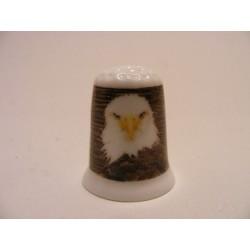 Amerikaanse zeearend roofvogel afbeelding op een porselein vingerhoedje