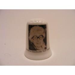 Anna Maria Geertruida Schmidt Annie M.G. Schmidt op een porselein vingerhoedje