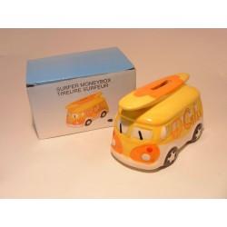 Spaarpot in een voor van een combi bus Oldtimer met surfplank Chill geel