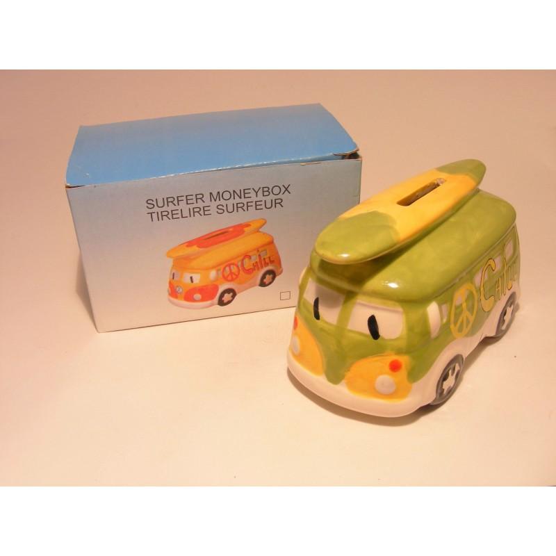 Spaarpot in een voor van een combi bus Oldtimer met surfplank Chill groen