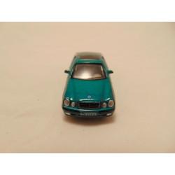 Renault 25 V6 turbo MC Toys 1:64 blue