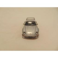 Porsche 550A spider 1:64 Maisto zilverkleurig