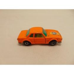 Volkswagen beetle 1300 1:64 Maisto gold