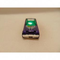Naaimachine op een foto op een porselein vingerhoedje
